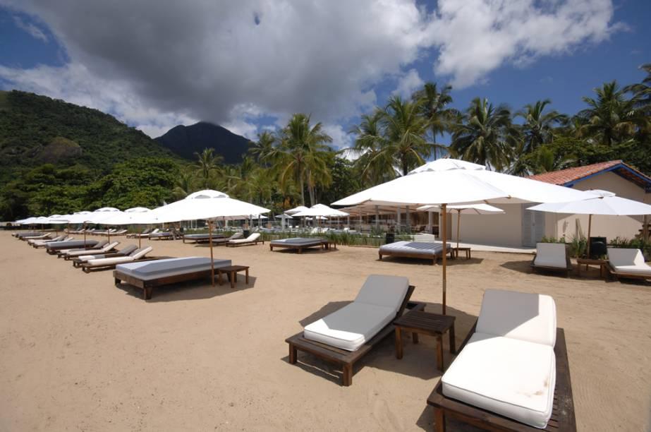 A <strong>Praia do Saco da Capela</strong> tem boa estrutura de quiosques e é supermovimentada no verão