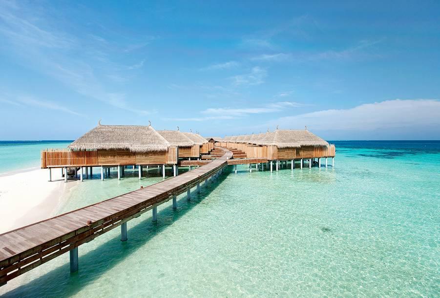 """<strong>15. Constance Moofushi, Ilha Moofushi, <a href=""""http://viajeaqui.abril.com.br/paises/maldivas/fotos"""" rel=""""Maldivas"""" target=""""_blank"""">Maldivas</a></strong>O terceiro colocado das Ilhas Maldivas também oferece quartos em bangalôs sobre a água, e tem destaque para o restaurante com piso de areia branca e para as piscinas com vista para o mar.Mês mais barato para se hospedar: Junho"""