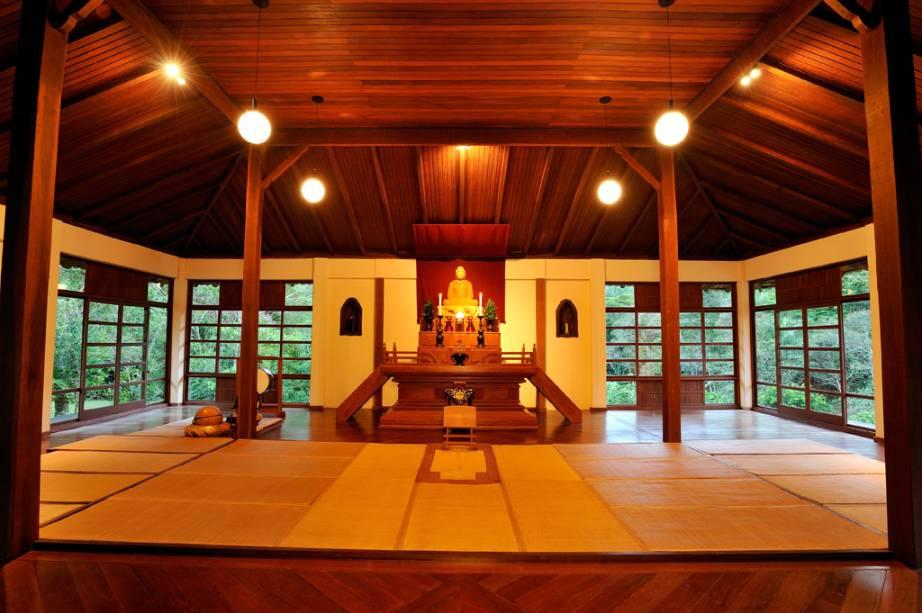 Quem preferir, pode fazer um retiro espiritual de quatro dias no local e passar pela experiência de viver como um monge