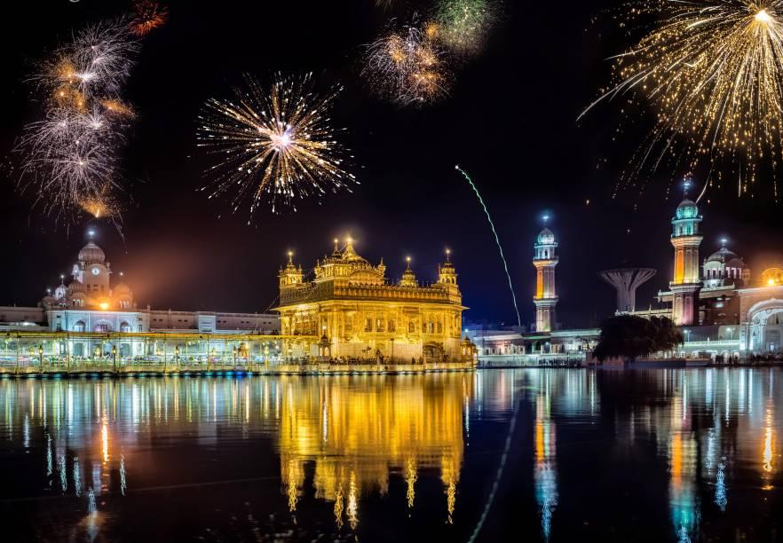 <strong>1. Golden Temple</strong>                Sagrado para os sikhs, religião comum no norte da Índia, o Golden Temple fica na cidade de Amritsar, a menos de uma hora da fronteira com o Paquistão