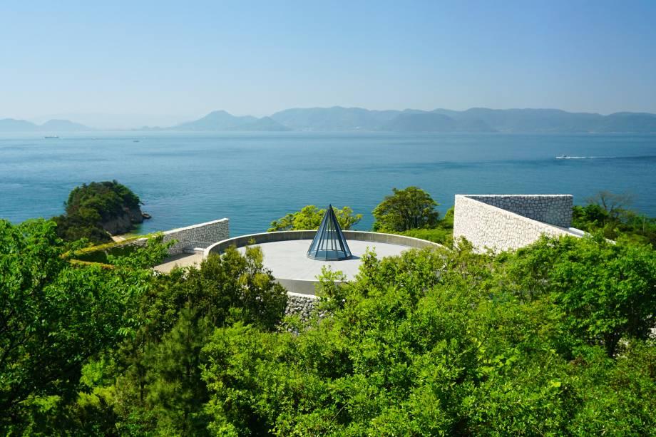 """O museu Benesse House é o principal de Naoshima e tem quatro edifícios projetados por Ando Tadao, todos eles com galerias de arte e quartos de hóspedes. Este é o """"Museum"""""""