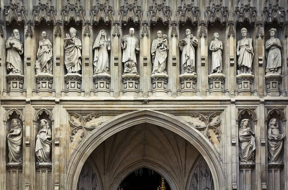 Apesar das misturas arquitetônicas, a Abadia de Westminster é um grande exemplo da escola gótica inglesa. Na foto, o detalhe de uma das paredes exteriores