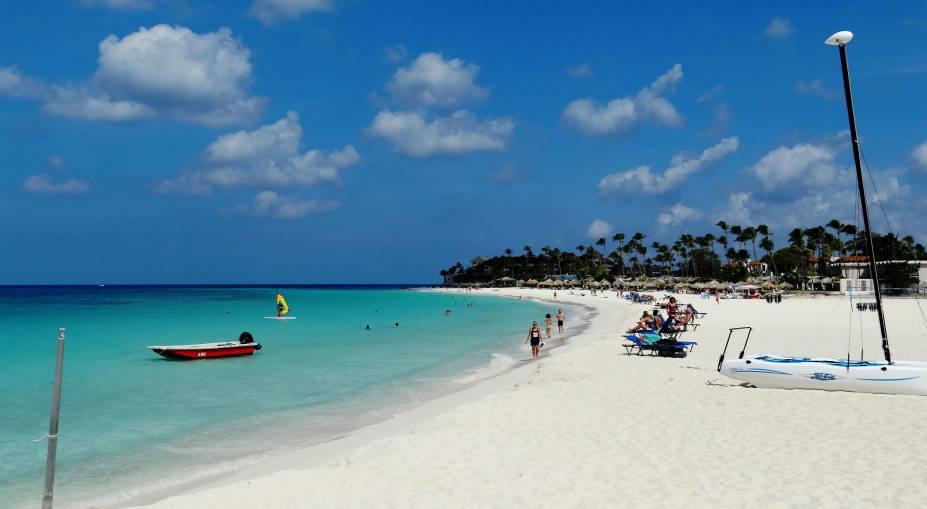 """Divi Beach, em <strong><a href=""""http://viajeaqui.abril.com.br/cidades/aruba-oranjestad"""" rel=""""Aruba"""" target=""""_blank"""">Aruba</a></strong>"""