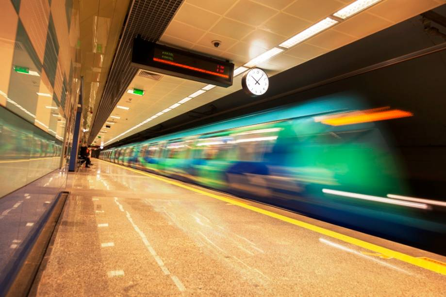 O sistema de transportes públicos de Istambul está em permanente expansão e é um bom modo para se locomover entre longas distâncias
