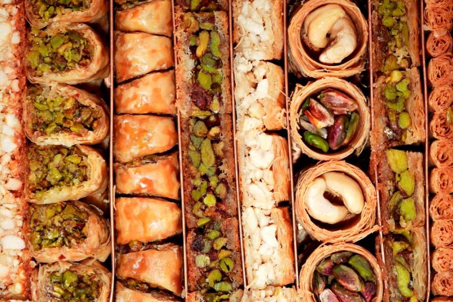 Mel, pistache e amêndoas são a base de deliciosos doces turcos, como a <em>baklava</em>