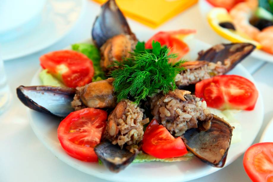 Mezes de pescados, como mariscos, são típicos de Istambul