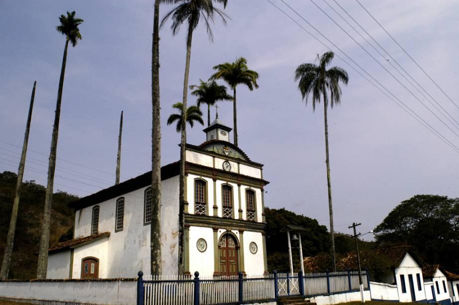 Nascida em uma extinta fábrica de tecidos no final do século 19, a vila de Biribiri tem casas de operários, escola, barbearia e igreja