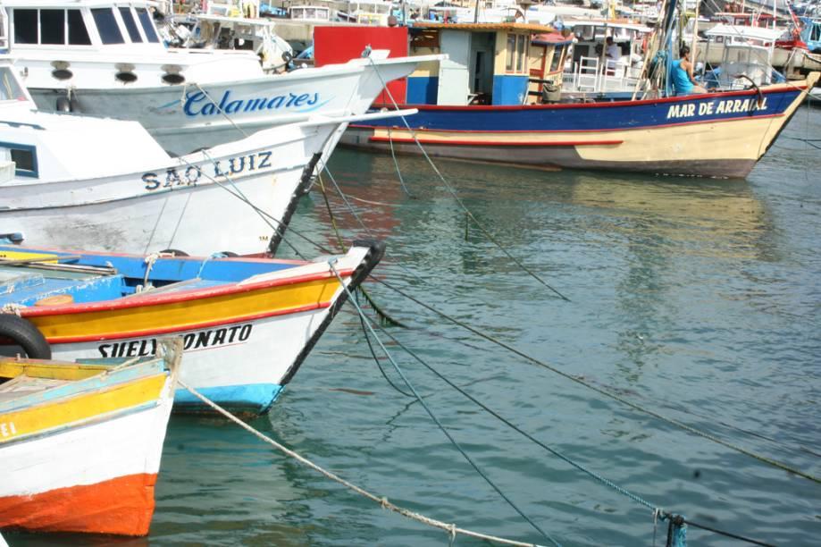 Barcos ancorados na Marina dos Pescadores, na Praia dos Anjos
