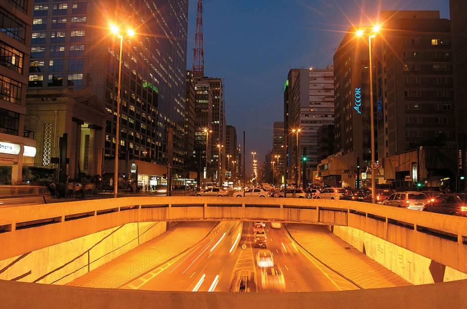 No final da Avenida Paulista está o Complexo Viário José Roberto Fanganiello Melhem, túnel que faz ligação a Avenida Doutor Arnaldo