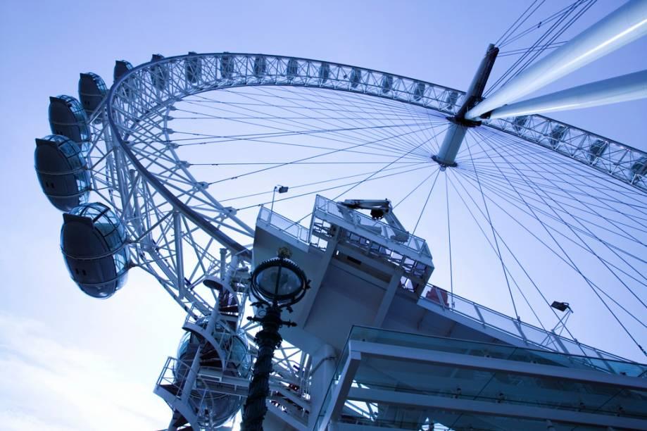Criado para ser uma estrutura temporária, a roda-gigante London Eye já faz parte permanente da paisagem londrina
