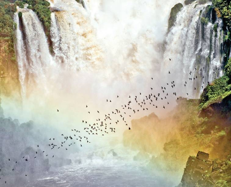 """<strong><a href=""""http://viajeaqui.abril.com.br/cidades/br-pr-foz-do-iguacu"""" target=""""_blank"""">Foz do Iguaçu</a> - <a href=""""http://viajeaqui.abril.com.br/paises/brasil"""" target=""""_blank"""">Brasil</a></strong>"""