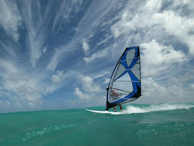 Barbados é um ótimo destino para a prática de esportes de vela, como o windsurfe