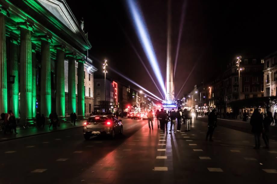 O'Connell Street, a mais importante artéria de Dublin, iluminada para as comemorações do Saint Patricks Day