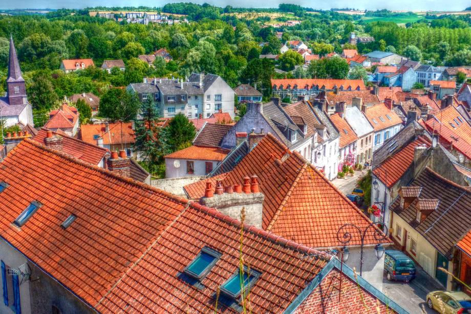 Montreuil já foi posto de comando britânico. Hoje a cidadela é reconhecida pelas suas ruas de paralelepípedos e construções fortificadas