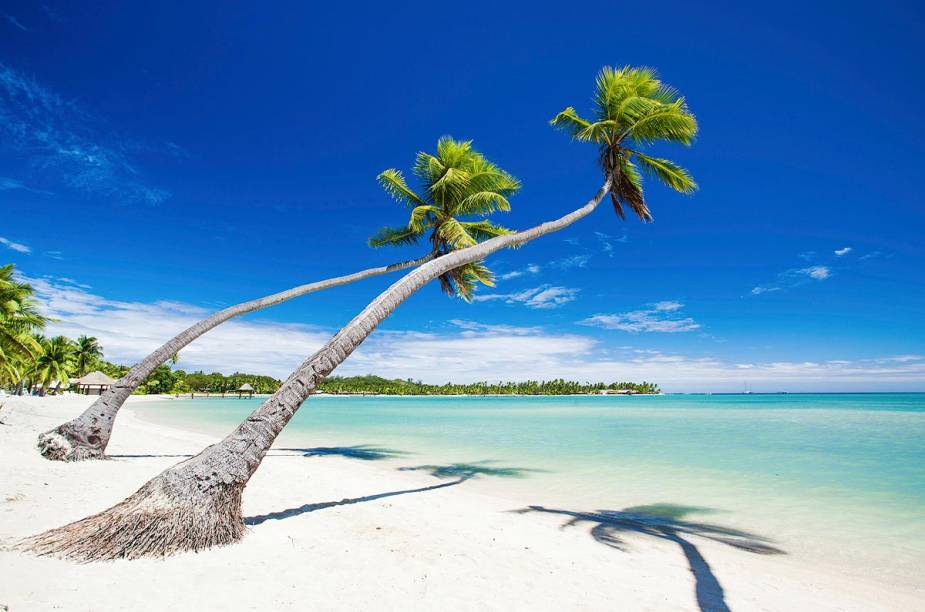 """<a href=""""http://viajeaqui.abril.com.br/paises/fiji"""" rel=""""Fiji"""" target=""""_blank""""><strong>Fiji</strong></a>                    O arquipélago de Fiji compete com a Polinésia Francesa pelo posto de destino mais paradisíaco do oceano Pacífico. Mar azul turquesa, bangalôs construídos sobre as águas, coqueiros balançando ao sabor do vento e uma população que ainda preserva sua cultura melanésia compõem o fascinante cenário local."""