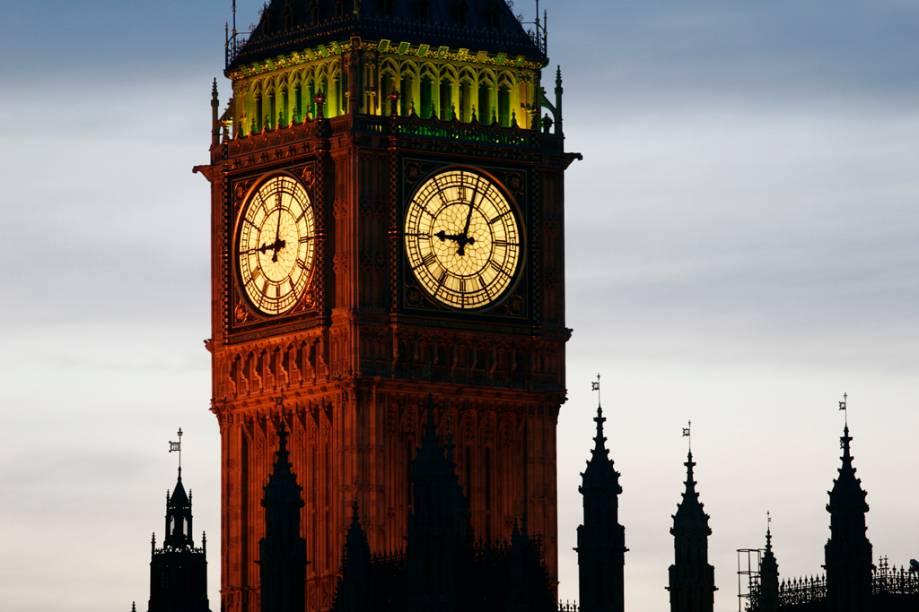 Detalhe da torre do relógio do parlamento inglês