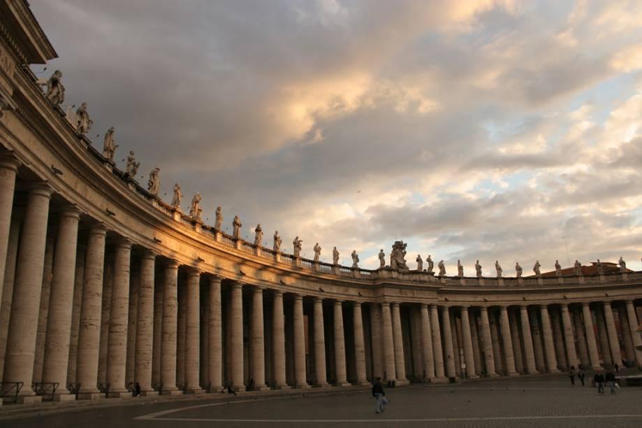 Detalhes da Praça de São Pedro, no Vaticano