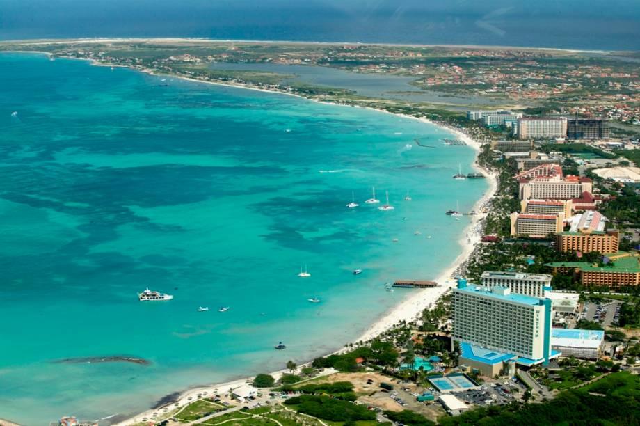 Vista aérea da área hoteleira de Palm Beach, Aruba