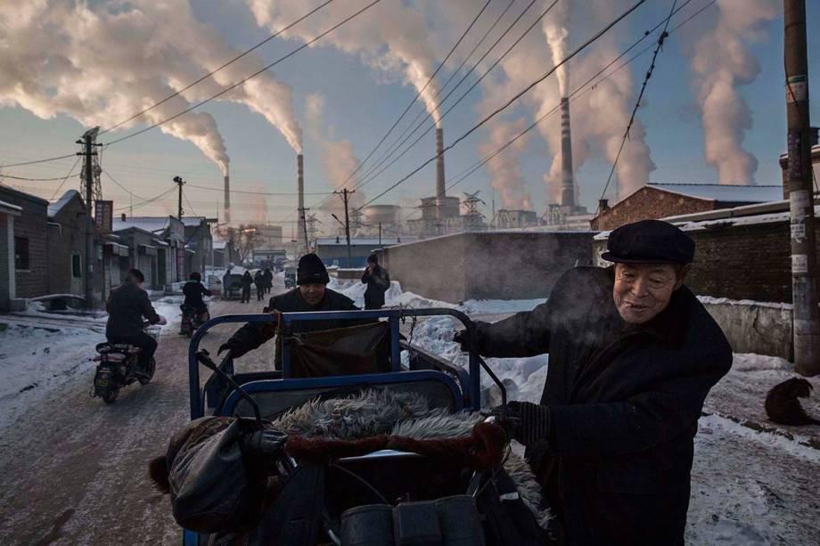 """Uma das passagens para a <a href=""""http://viajeaqui.abril.com.br/estabelecimentos/china-pequim-beijing-atracao-cidade-proibida"""" rel=""""Cidade Proibida"""" target=""""_blank"""">Cidade Proibida</a>, em <a href=""""http://viajeaqui.abril.com.br/cidades/china-pequim-beijing"""" rel=""""Pequim"""" target=""""_self"""">Pequim</a>"""