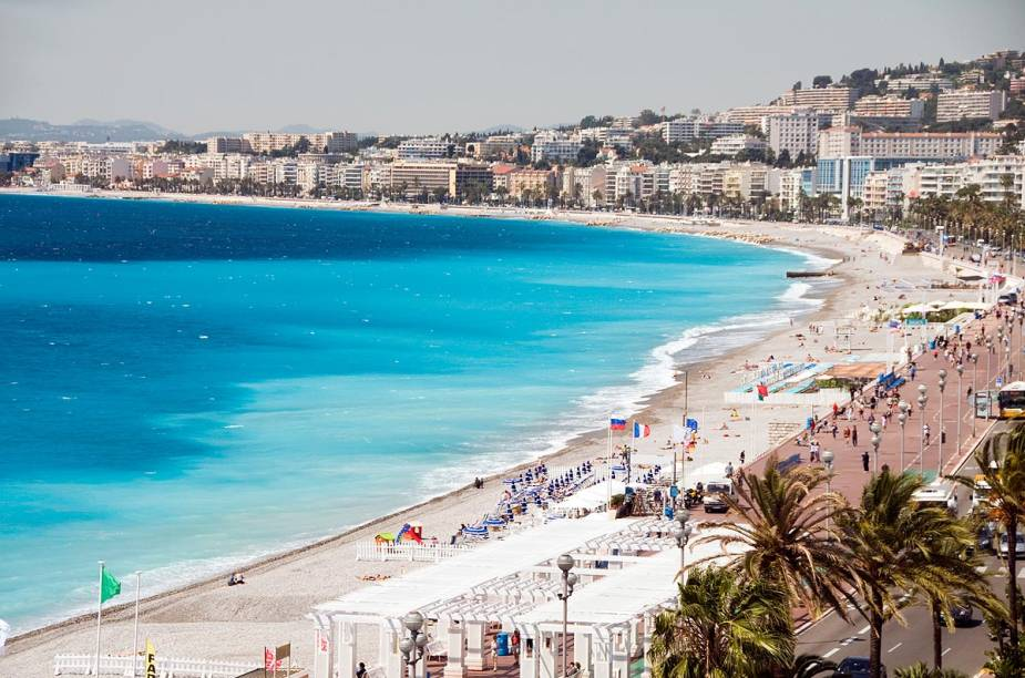 A estonteante vista do Promenade des Anglais, em Nice, com suas mansões e hotéis de luxo à beira-mar