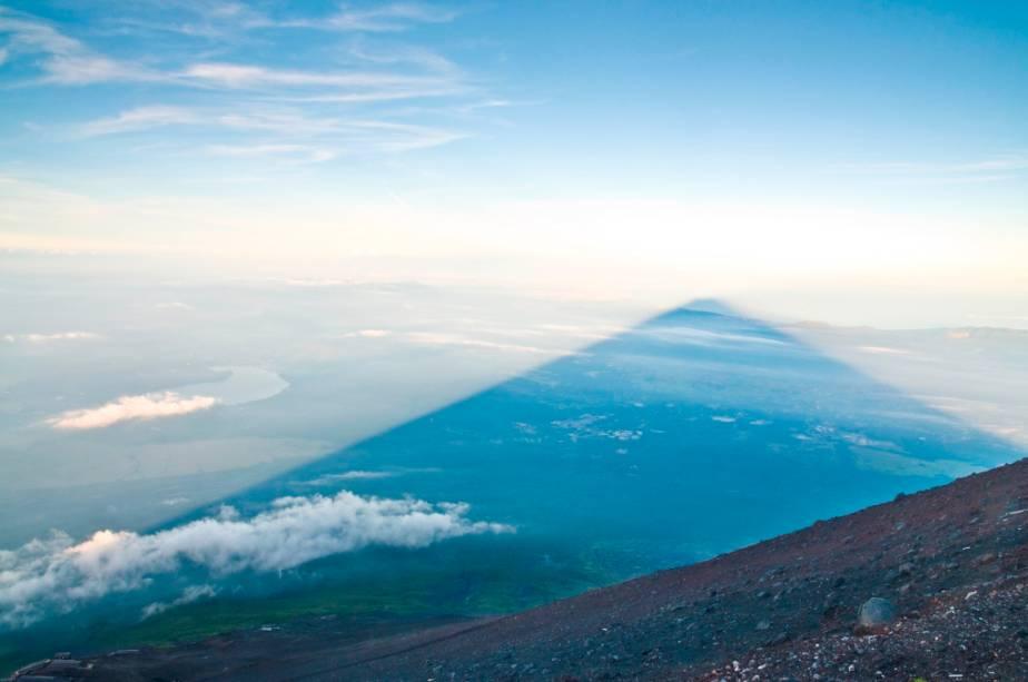 Sombra projetando-se a partir do Monte Fuji