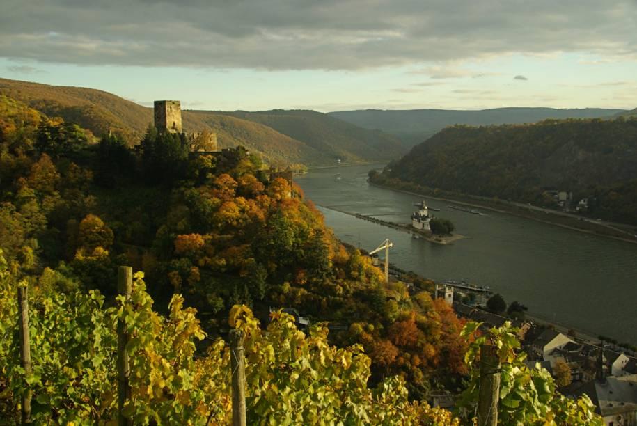 Embora não seja exclusividade germânica, é na Alemanha que o Rio Reno ganha uma paisagem diferente com florestas, castelos construídos em penhascos