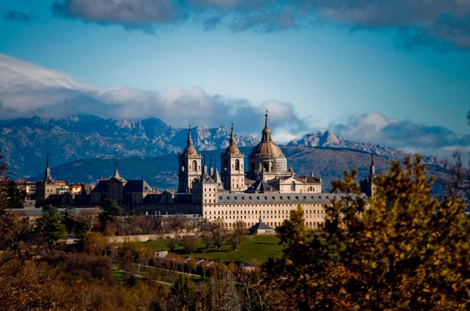 A 45 Km de Madri, o El Escorial, construído no século 16, é um grande complexo que inclui palácio, mosteiro, museu e biblioteca