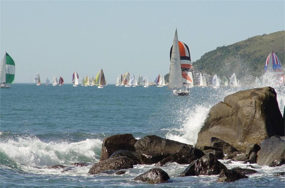 Barcos a vela durante regata no sul de <strong>Ilhabela (SP)</strong>