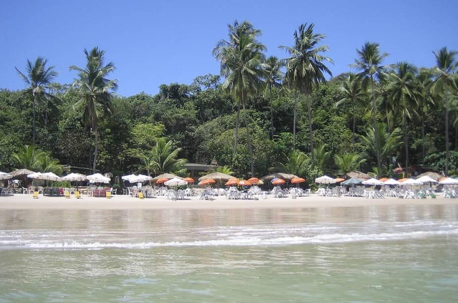 O mar calmo e de tons claros atrai famílias para a orla urbana, formada pelas praias do Seixas, Cabo Branco, Tambaú, Manaíra e Bessa