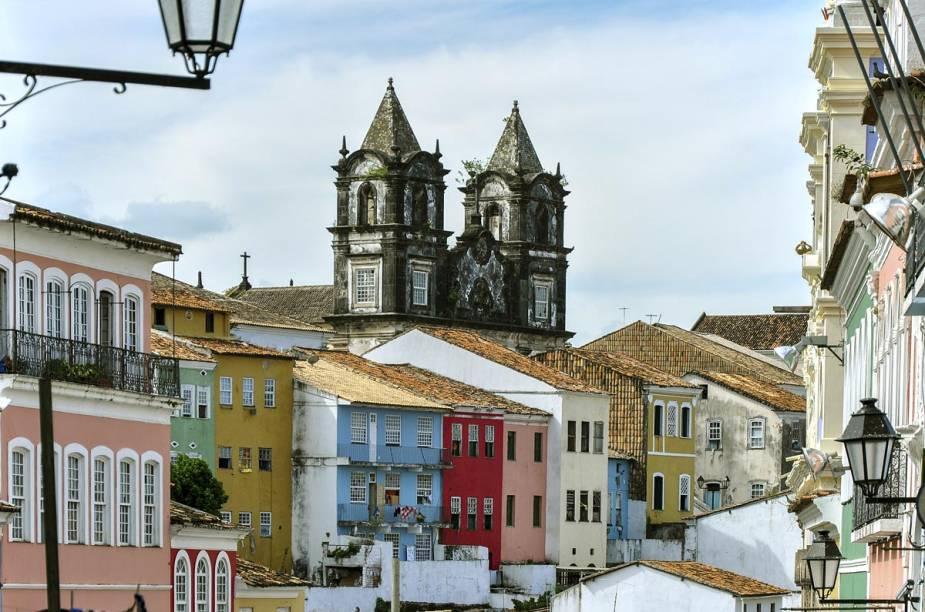 É preciso ter forças nas pernas para caminhas pelas ladeiras do Pelourinho, em Salvador. As igrejas históricas estão entre as atrações principais do centro histórico da capital baiana