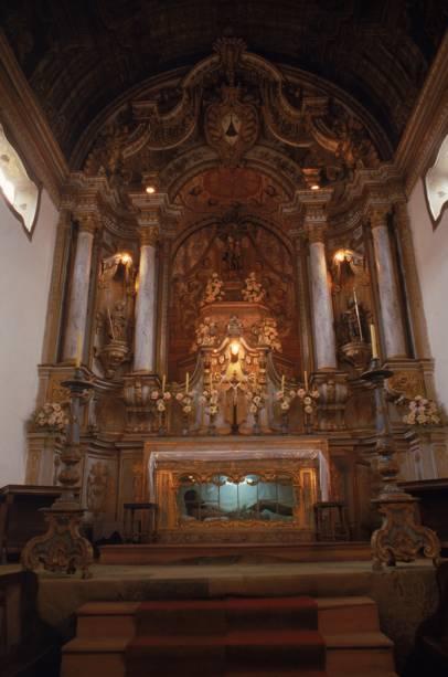 A Igreja Nossa Senhora do Carmo, mais rica da cidade, tem altares folheados a ouro e imagens portuguesas do século 18