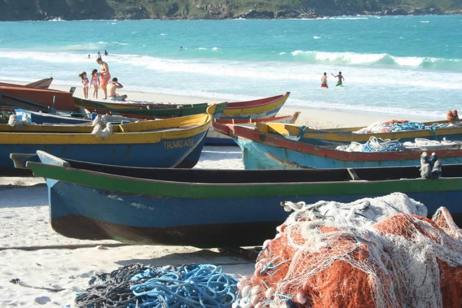 Redes e barcos de pesca ancorados na Prainha