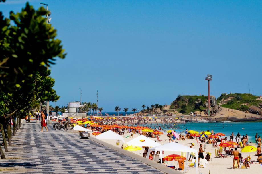 Extensão de Ipanema, a Praia do Arpoador ganhou fama como reduto de surfistas