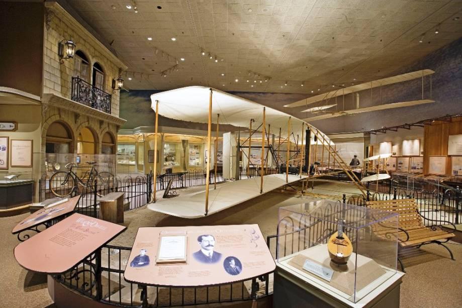 O Flyer, dos irmãos Wright, considerado o primeiro avião da história, de 1903, está exposto no ASM de Washington DC
