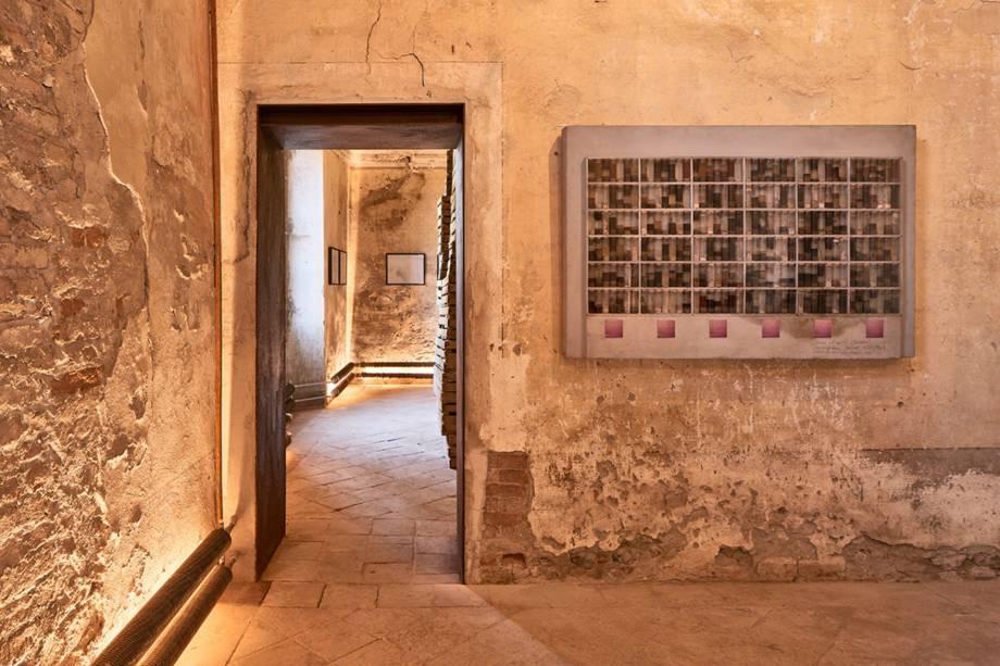 A ideia partiu de Giantonino Lucatelli, empreendedor e proprietário do recém inaugurado museu, com a intenção de dar utilidade aos excrementos gerados por suas vacas produtoras de queijo Grana Padano
