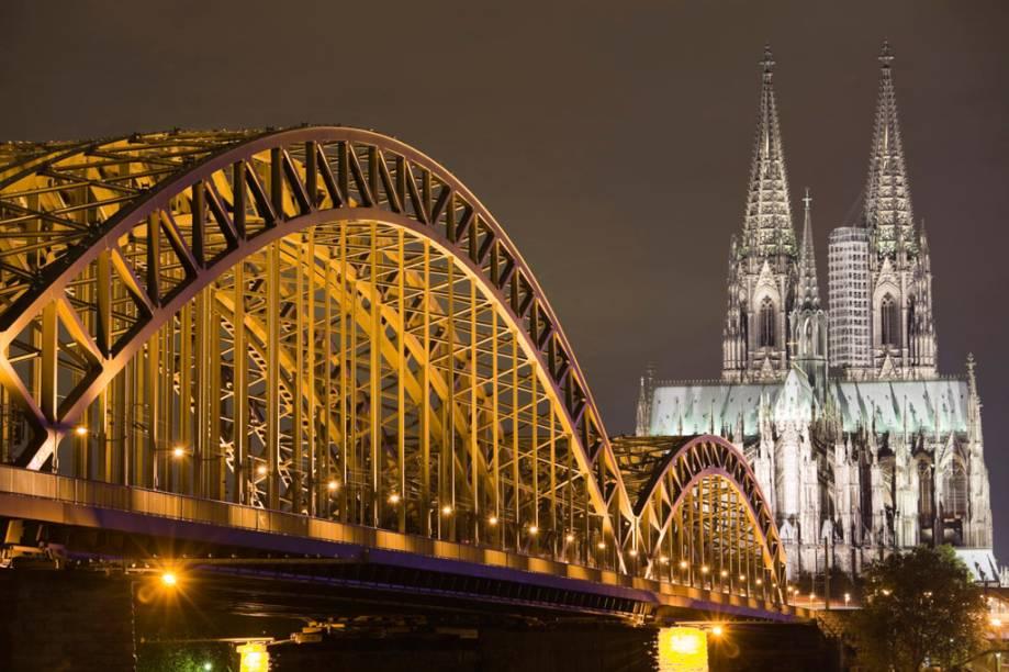 A catedral de Colônia, que abriga relíquias ligadas que estariam ligadas aos três reis magos, é a maior do mundo e sua construção levou 600 anos para ser finalizada. Em 1996, foi reconhecida como Patrimônio da Humanidade