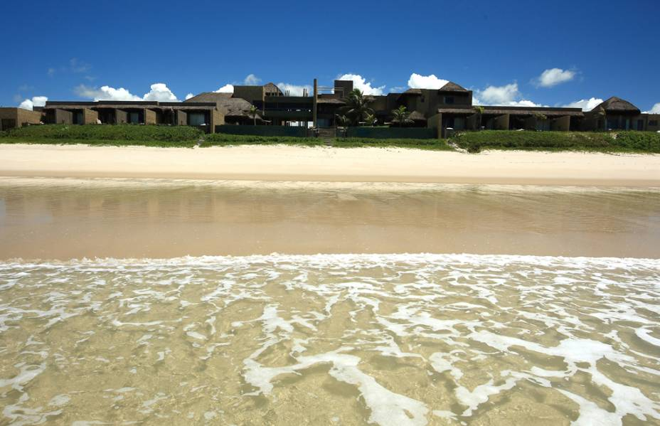 Intimista, com quartos confortáveis e piscina que reflete a cor do céu, o Kenoa Resort, na Barra de São Miguel, recebeu o prêmio de Novidade do Ano do Guia Quatro Rodas 2011