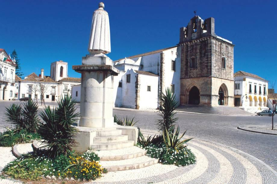 A Sé Catedral foi edificada em cima das ruínas de um templo romano. O local guarda vestígios dessa época
