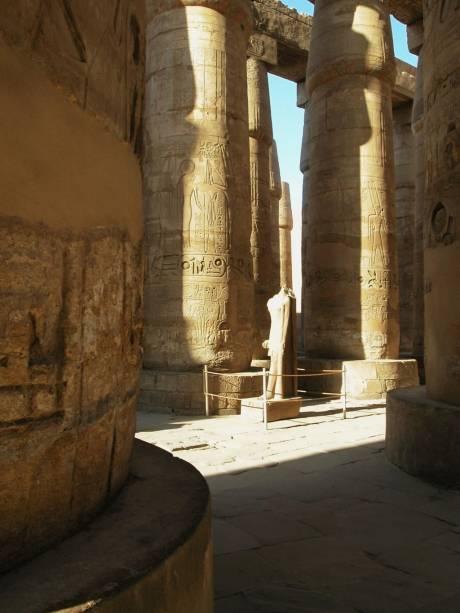 Sala hipostila no complexo de templos de Karnak, Egito