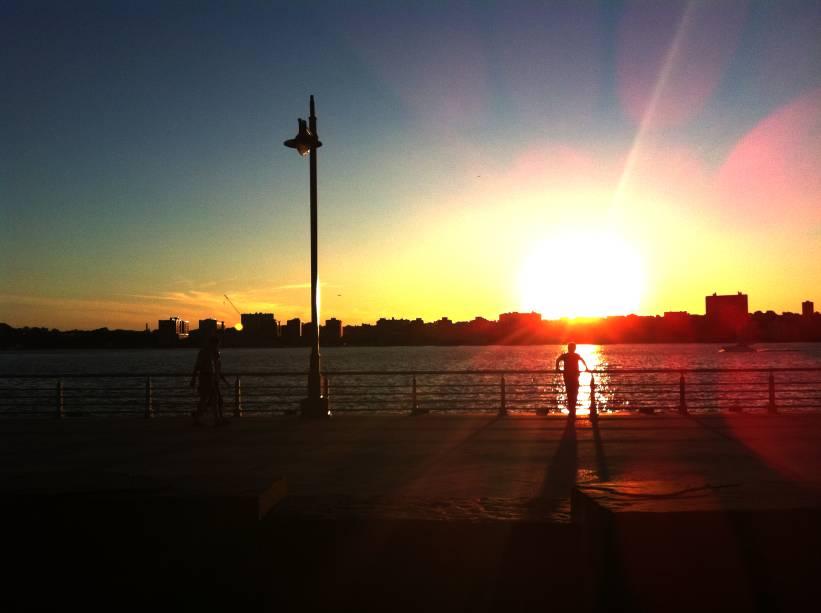 Pôr do sol no Hudson River Park