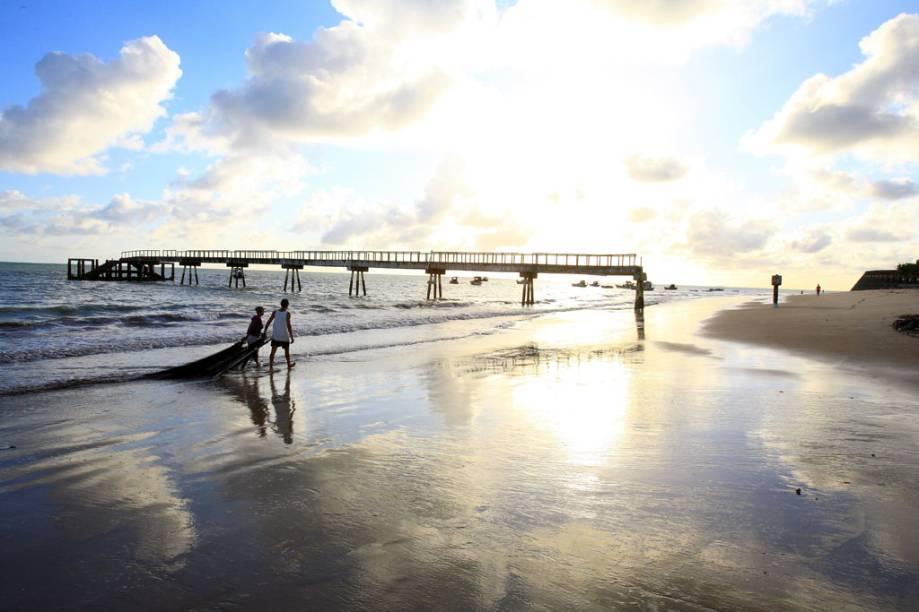 Tambaú, entre as praias mais agitadas da orla urbana e de onde saem os passeios para as piscinas naturais de Picãozinho