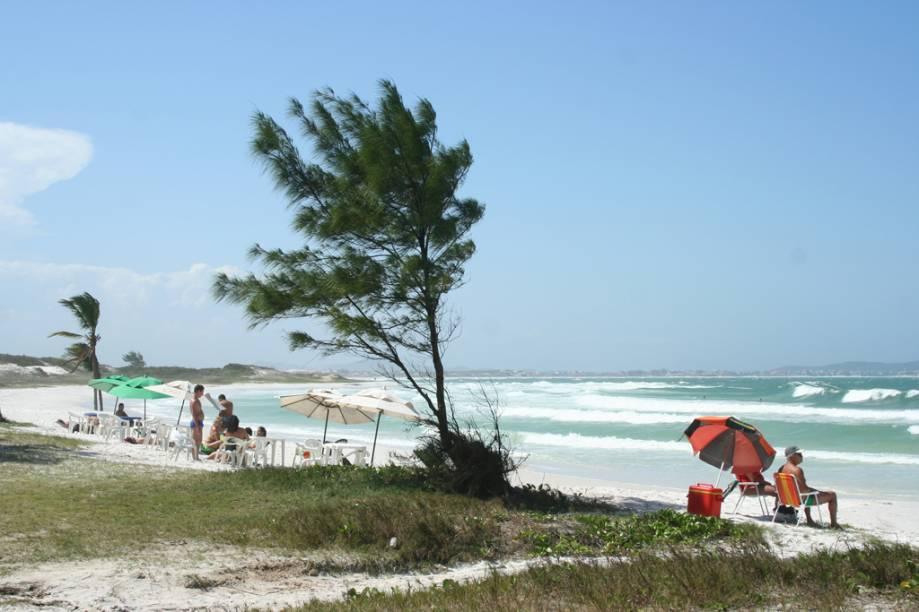 Extensa e boa para caminhadas, a Praia do Pontal é boa para quem busca sossego