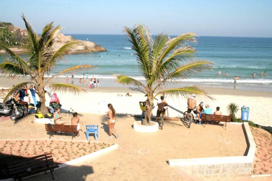 Cheia de dunas, a Praia Joaquina é muito frequentada por surfistas