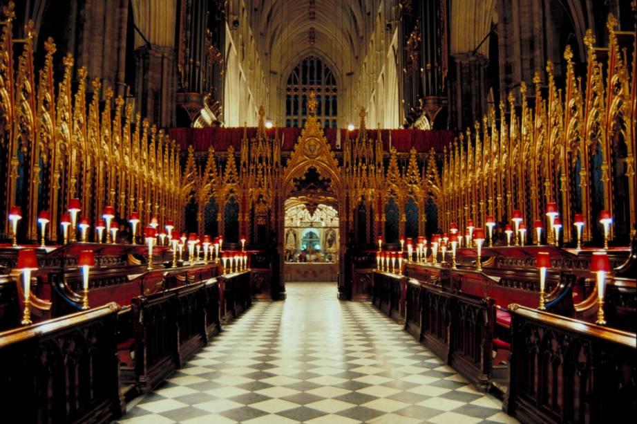 Reis e rainhas são coroados na Abadia de Westminster desde 1066