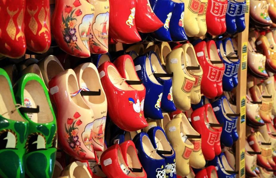 Os tamancos de madeira, típico souvenir holandês