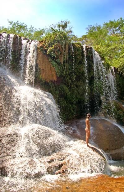 <strong>Parque das Cachoeiras</strong>, onde a caminhada, em uma passarela de madeira no meio da vegetação, dura três horas