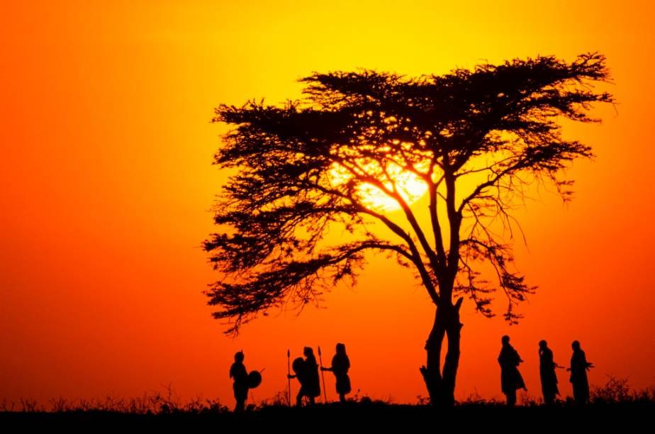 O povo semi-nômade masai é conhecido por sua cultura baseada no pastoreio. Gurreiros valentes, altos e orgulhosos, a cada dia vêm seus hábitos, idioma e crenças desaparecendo com o avanço da civilização sobre seus territórios