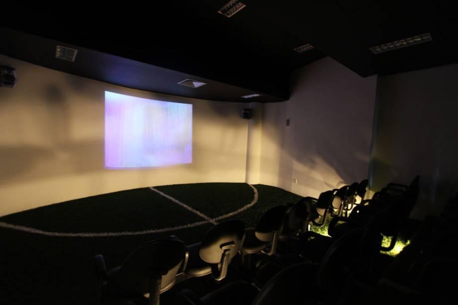 A sala de projeção do Memorial das Conquistas mostra bastidores dos jogadores dos Santos