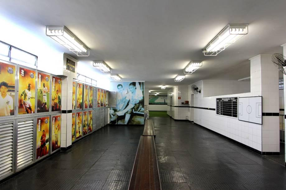No vestiários dos jogadores do Santos, os armários são personalizados com a foto e o nome de cada um. Dois deles são em homenagem a Pelé e ao japonês Kazu, o primeiro a atuar no futebol brasileiro, que jogou no peixe nas décadas de 1980 e 1990