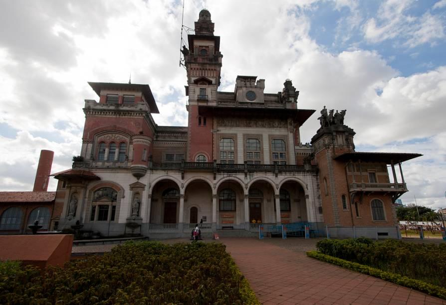 Inaugurado em 2009, o Espaço Catavento Cultural e Educacional funciona funciona no antigo Palácio das Indústrias, antiga sede da Prefeitura de São Paulo